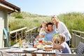 Rodina na dovolená jíst venku