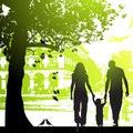 Familia caminar en ciudad