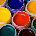 Farben und Anstrichpinsel. Lizenzfreies Stockbild