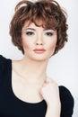 Fashion girl młoda kobieta pracowniany portret na bielu Obraz Royalty Free