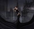 Moda de joven mujer en negro vestir