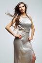Fashion ståendekvinnan studio grå bakgrund model barn för kvinnlig studio Royaltyfri Fotografi