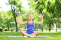 Female exercising with dumbbells in a park Royalty Free Stock Photos