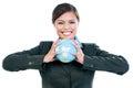 Femme d affaires heureuse holding earth globe Image libre de droits