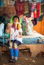Femme de karen long neck avec les bobines en laiton thailand Photo libre de droits