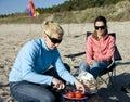 Femmes de réception de plage Photographie stock libre de droits