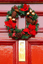 Festive christmas wreath on door at christmastime Royalty Free Stock Photos