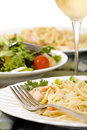 Fettuccine de saumons et de crevette Photo stock