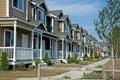 Fila de casas urbanas más nuevas Imagen de archivo