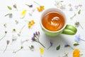 Fiori verdi della tazza del tè