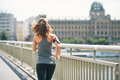 Fitness young woman jogging in the city Lizenzfreie Stockbilder