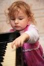 Flicka little piano Royaltyfria Foton