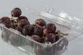 Fondo del blanco de las uvas rojas Foto de archivo libre de regalías