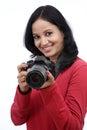 Fotógrafo de la mujer joven que toma imágenes Fotos de archivo