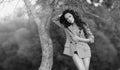 Foto blanco y negro de un modelo hermoso con el pelo largo Fotos de archivo libres de regalías