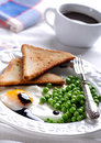 Fried egg served with peas Royalty Free Stock Photos