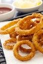 Frito cebolla anillos y limón