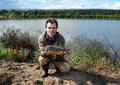 Fsherman用鱼镜鲤 库存照片