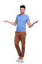 Full body picture of a young casual man welcoming you with hands open Royalty Free Stock Photos