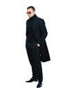 Hombre en negro abrigo
