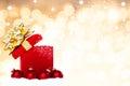 Fundo mágico do presente do natal com quinquilharias vermelhas Foto de Stock Royalty Free