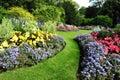 Záhrada cesta a kvetinové záhony