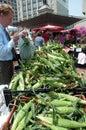 Gebürtige Maiskörner am Markt des Landwirts Lizenzfreie Stockbilder