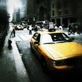 Gelbe fahrerhäuser in der new york cityschmutzart Stockbild