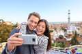 Gelukkige selfie van het reispaar park guell barcelona Royalty-vrije Stock Foto