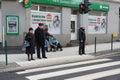 Gente en un paso de cebra Foto de archivo