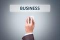 Geschäftsmann hand holding mouse mit geschäfts text knopf Lizenzfreies Stockfoto