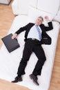 Geschäftsmann relaxing on bed Stockbild