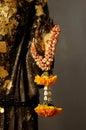 Ghirlande a disposizione dello stutue di buddha Fotografia Stock