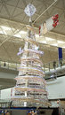 Gigante crystal christmas tree no aeroporto da hk Foto de Stock Royalty Free