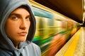 Giovane criminale in sottopassaggio Immagini Stock Libere da Diritti