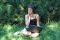 Girl laptop pretty Royaltyfri Foto