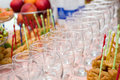 Glaces de Banquet.Wine sur la table Photo stock