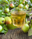 Glass of apple juice and apples on the background fresh Royalty Free Stock Photos