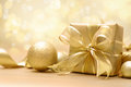 Gold christmas gift box with bow and ribbon Stock Photography