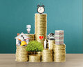 Gold coins and graph them the Royalty Free Stock Photography