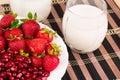 Granatowiec i truskawki z mlekiem Zdjęcie Stock