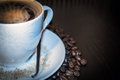 Granos de la taza y del coffe Foto de archivo