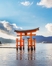 Great floating gate o torii on miyajima island near itsukushima shinto shrine Stock Photos