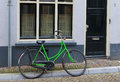 Green bicycle parked against a wall Royalty Free Stock Images