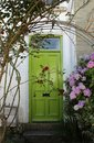 Green door with hydrangeas a white house and a Royalty Free Stock Photos