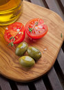 Green olives and tomatoes Royalty Free Stock Images
