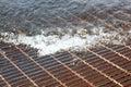 Griglia dello sfiato sommersa da acqua Immagini Stock Libere da Diritti