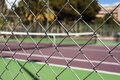 Grillage au court de tennis vide Photos libres de droits