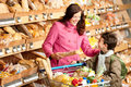 Grocery shopping store - Young woman with child Royalty Free Stock Photo