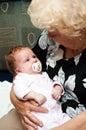 Großmutter mit Schätzchen Stockbild